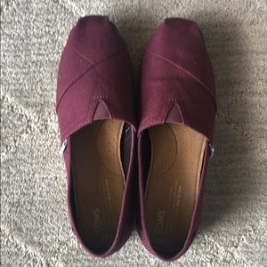 TOMS Red Mahogany Canvas  size 7.5 NEW